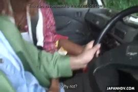 Videos de homens mais velhos chupando a bucetas das mulheres novas