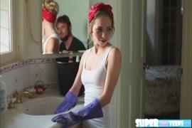 Lesbica mordendo bem forte a buceta da outra no xvideo