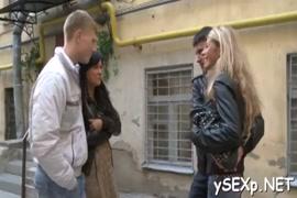 Vídeo de mulheres dando baixar