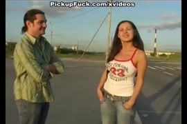 Mulher batendo no saco de homem porno
