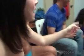 Homem encoxa a mulher no onibus