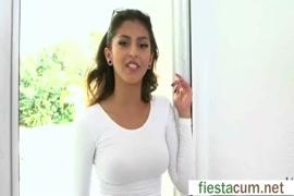 Vídeos de mulher mijando e mostrando a b