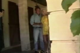 Homem fudendo a buzetinha da macaca