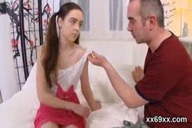 Adolesete nasendo cabelo na vajina cenário 1