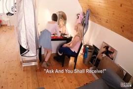 Baixa vídeo de lésbicas chupando uma buxeta da outra