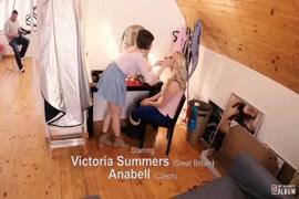 Baixa vídeo de lésbicas chupando uma buxeta da outra cenário 1